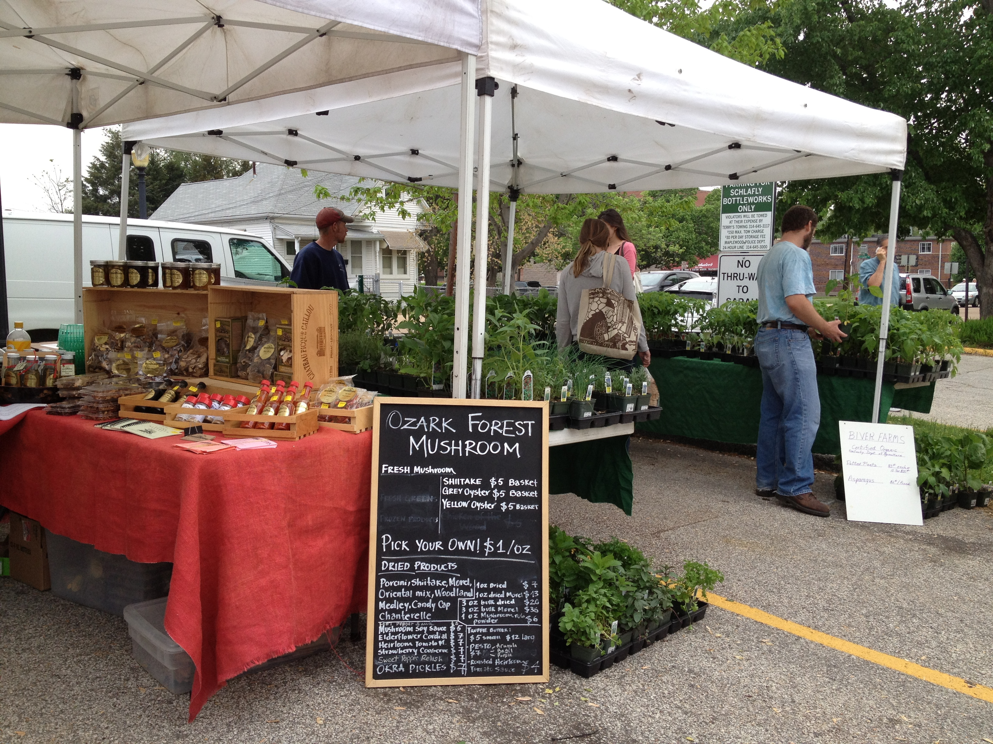 Farmers Market at Schlaflyu0027s St. Louis & Opening Day in St. Louis for Baseball u0026 Farmers Market | JP loves ...