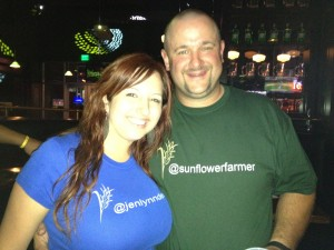 @jenlyndewey & @sunflowerfarmer coordinated their twitter shirts!