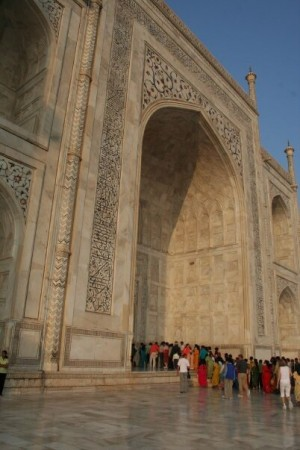 crowd going into Taj Mahal